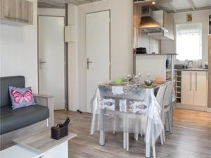 Hebergement Two-Bedroom Holiday Home in Grandcamp Maisy : photos des chambres