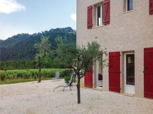 Hebergement Four-Bedroom Holiday Home in Propiac les Bains : photos des chambres