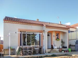 Hebergement Three-Bedroom Holiday Home in Corneilhan : photos des chambres