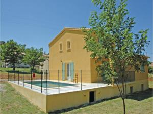 Hebergement Three-Bedroom Holiday Home in Sampzon : photos des chambres