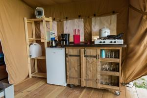 Hebergement Safari tent at Minicamping Chateau de Satenot : photos des chambres