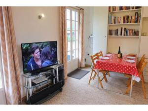 Hebergement One-Bedroom Holiday Home in Quoeux Heut Mainil : photos des chambres