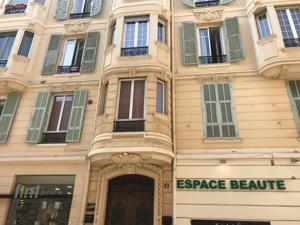 Appartement Renovated Apartment 3 minutes walking to Monaco : photos des chambres