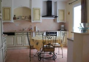 Hebergement Holiday villa with private pool in the Cevennes, South of France : Maison de Vacances de 3 Chambres