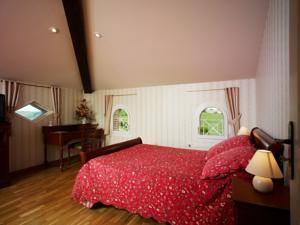 Chambres d'hotes/B&B Chambres d'Hotes - Domaine de Combe Ramond : Chambre Triple