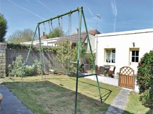 Hebergement Two-Bedroom Holiday Home in Grandcamp-Maisy : Maison de Vacances 2 Chambres