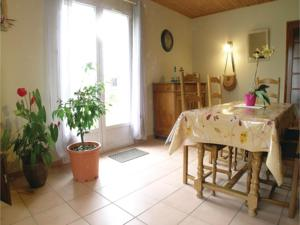 Hebergement Three-Bedroom Holiday Home in Vaire : photos des chambres