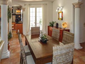 Hebergement Three-Bedroom Holiday Home in Servian : photos des chambres