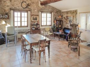 Hebergement Three-Bedroom Holiday Home in Maury : photos des chambres