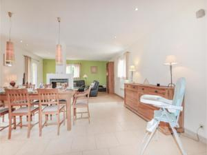 Hebergement Four-Bedroom Holiday Home in Villelongue : photos des chambres