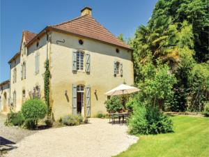 Hebergement Four-Bedroom Holiday Home in Labatut Riviere : photos des chambres