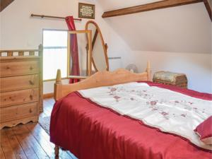 Hebergement Holiday home Le Dezert with a Fireplace 415 : photos des chambres