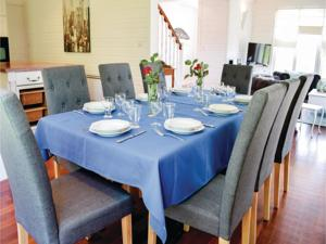 Hebergement Five-Bedroom Holiday Home in Quettreville-s.-Sienne : photos des chambres