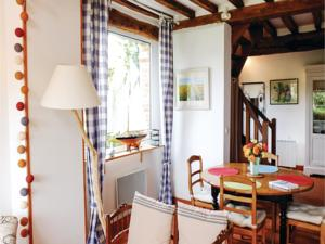 Hebergement One-Bedroom Holiday Home in Luneray : photos des chambres