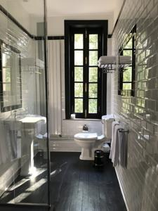 Chambres d'hotes/B&B Clos Barthelemy-Chateau d'Eterpigny : Chambre Double Deluxe avec Douche