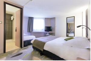 Kyriad Hotel Nevers Centre : Chambre Triple (1 Lit Double et 1 Lit Simple)