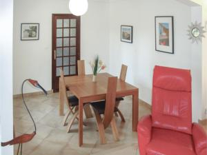 Hebergement Four-Bedroom Holiday Home in Palaja : photos des chambres