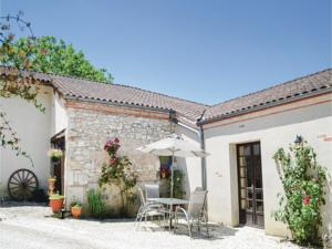 Hebergement One-Bedroom Holiday Home in Valeilles : photos des chambres