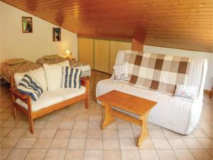 Hebergement 0-Bedroom Holiday Home in Charens : photos des chambres