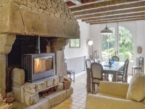 Hebergement Four-Bedroom Holiday Home in La Ferriere : photos des chambres