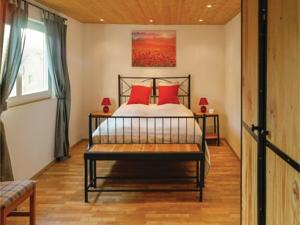 Appartement Three-Bedroom Apartment in Vitrey sur Mance : photos des chambres