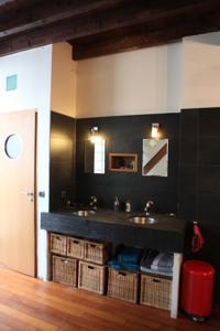 Appartement Loft character with a view of court : photos des chambres