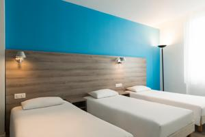 Hotel The Originals Nevers Centre Gare (ex Inter-Hotel) : Chambre Triple avec 3 Lits Simples