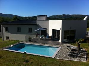 Hebergement villa contemporaine piscine : Villa