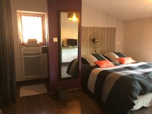 Hebergement Communay - Chambre privee 1/2 : Chambre Deluxe Double ou Lits Jumeaux