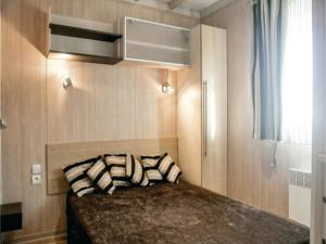 Hebergement Three-Bedroom Holiday Home in Grandcamp Maisy : photos des chambres