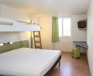 Hotel ibis budget Lorient Hennebont : Chambre Triple (2 Adultes)