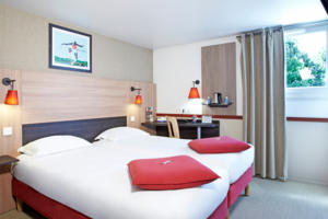 Hotel Kyriad Paris Ouest - Colombes : Chambre Triple
