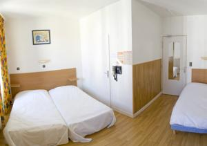 Hotel Les Colombes : Chambre Triple