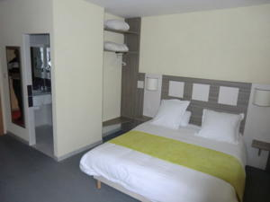 Comfort Hotel Saintes : Chambre Simple Affaires