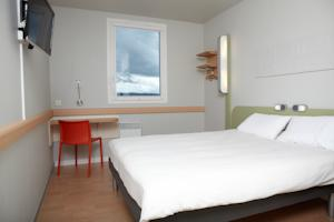 Hotel ibis budget Pontarlier : Chambre Triple (2 Adultes)