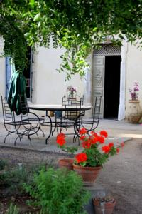 Chambres d'hotes/B&B Mas de Bellegou Bed and Breakfast : photos des chambres