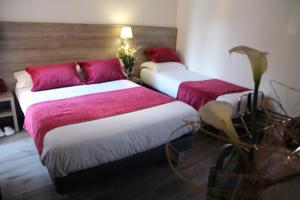 Hotel Menton Riviera : Chambre Triple (1 Lit Double et 1 Lit Simple)