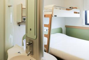 Hotel ibis budget Castelnaudary : Chambre Triple (2 Adultes)