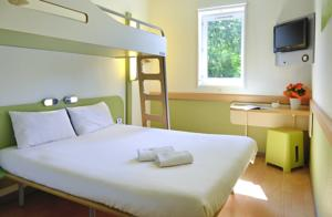 Hotel ibis budget Saint-Omer Centre : Chambre Triple