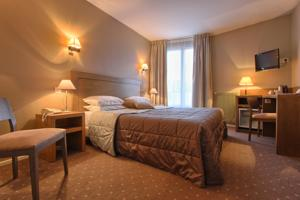 Timhotel Chartres Cathedrale : Chambre Triple Supérieure