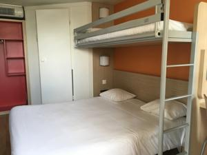Hotel Premiere Classe Herblay : Chambre Triple (1 Lit Double et 1 Lit Simple)