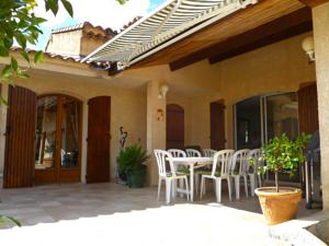 Hebergement Holiday Home La Peguiere : photos des chambres