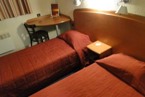 Hotel & Residence Sarcelles : Chambre Lits Jumeaux