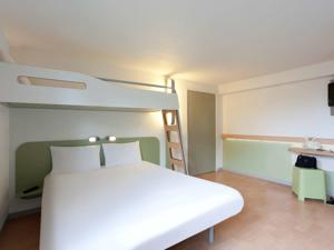 Hotel ibis budget Tarbes : Chambre Triple (2 Adultes)