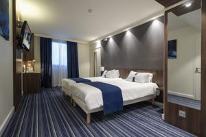 Hotel Holiday Inn Express Lille Centre : Chambre Lits Jumeaux - Douche Accessible en Fauteuil Roulant