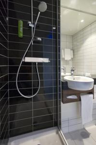Hotel Holiday Inn Express Lille Centre : Chambre Double avec Lit d'Appoint - Non-Fumeurs