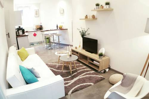 Welkeys - Belle Otero : Appartement proche de Nice