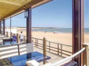 Hebergement Three-Bedroom Holiday Home in Longeville sur Mer : photos des chambres
