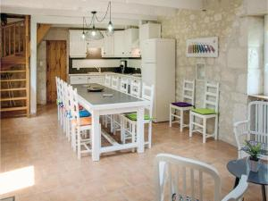 Hebergement Four-Bedroom Holiday Home in Beauville : photos des chambres