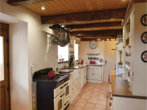 Hebergement Two-Bedroom Holiday Home in Coetlogon : photos des chambres